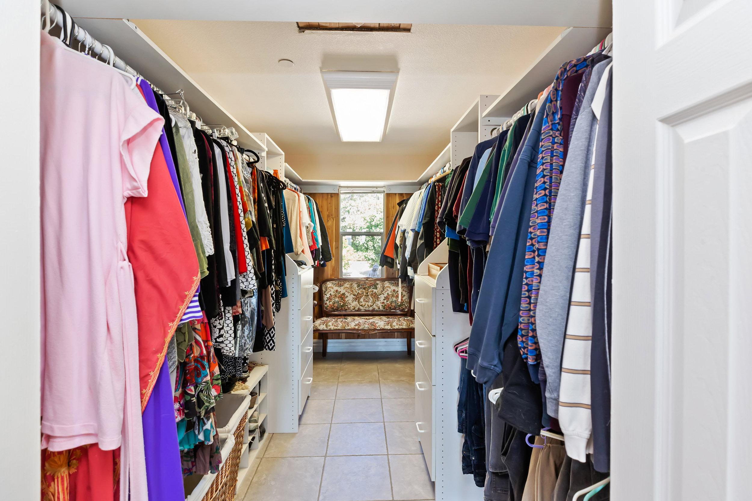 036_Wakin Closet.jpg