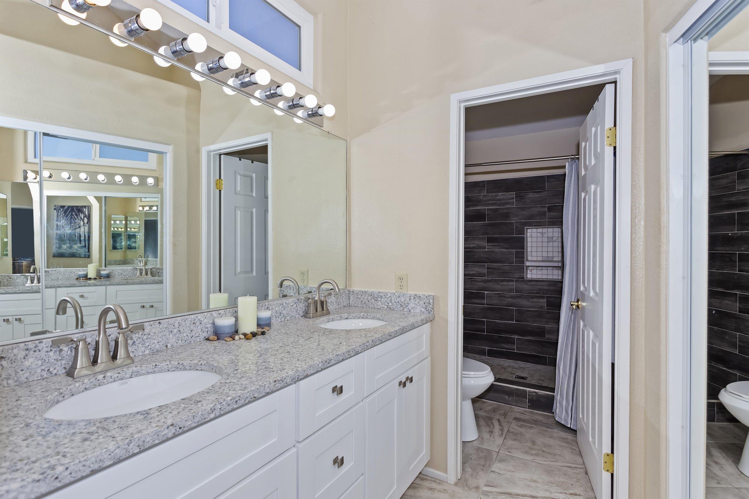 029_2nd Floor Master Bathroom.jpg