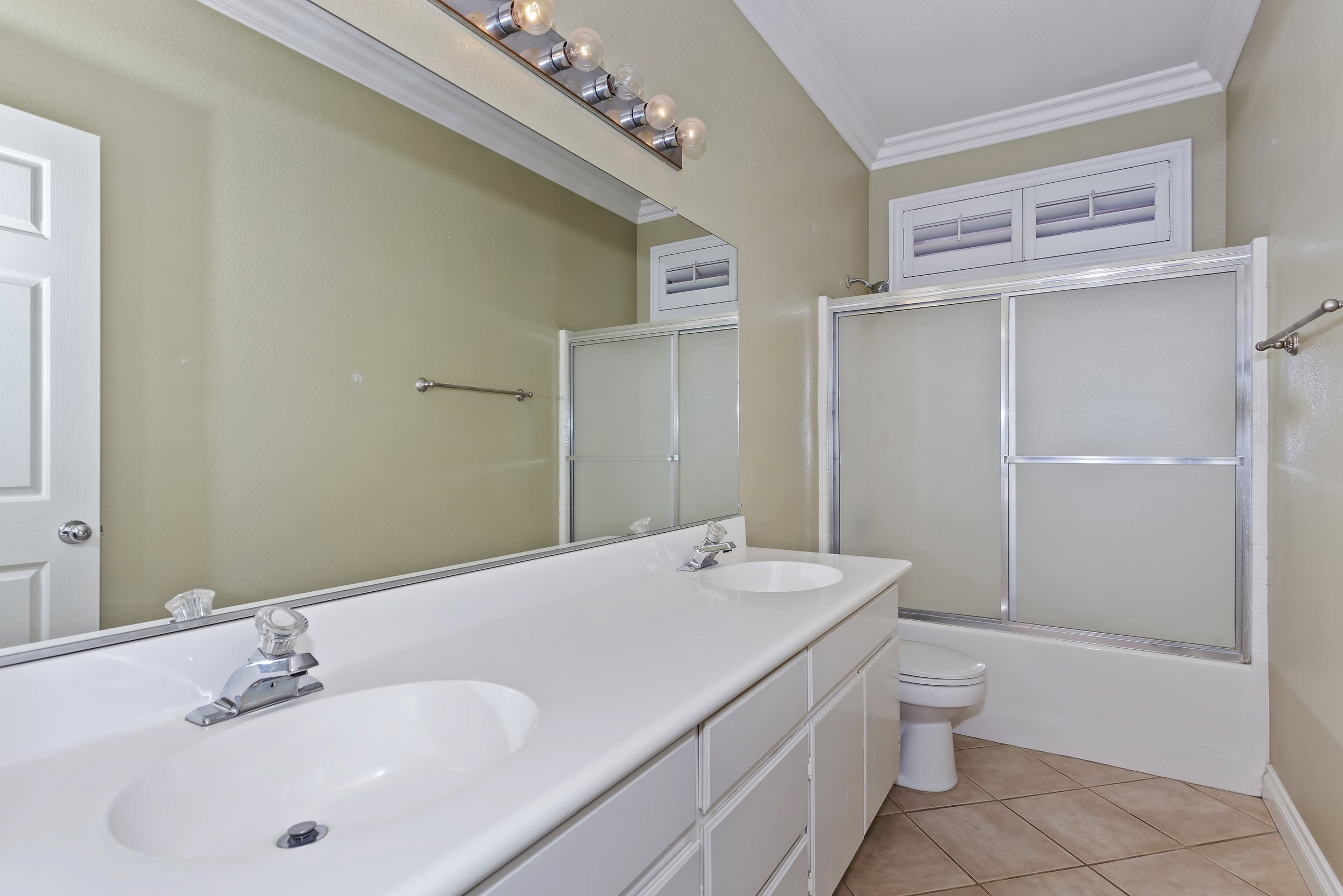 023_Bathroom.jpg