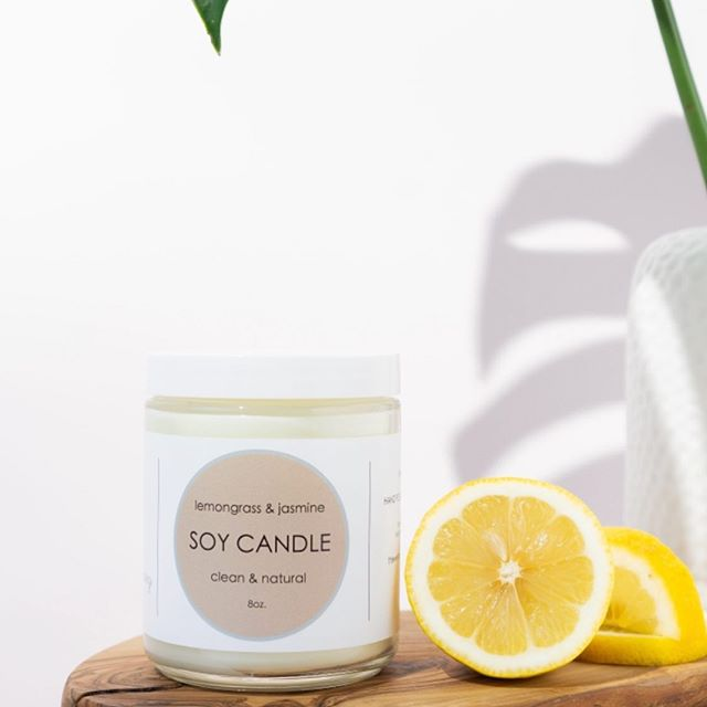 Our lemongrass & jasmine candle is our most popular scent. Made of a coconut & soy wax, and plant based fragrances & essential oils. Try it today 👩🏽‍🔬🌱#linkinbio . . . #coconutsoycandles #planbasedfragrance #lemongrass #jasmine #woodenwick #natural #vegan #cleanskincare #cleanbeauty #skinroutine #smoothskin #organicbeauty #nontoxicbeauty #indiebeauty #plantbased #plantbasedbeauty #allnatural