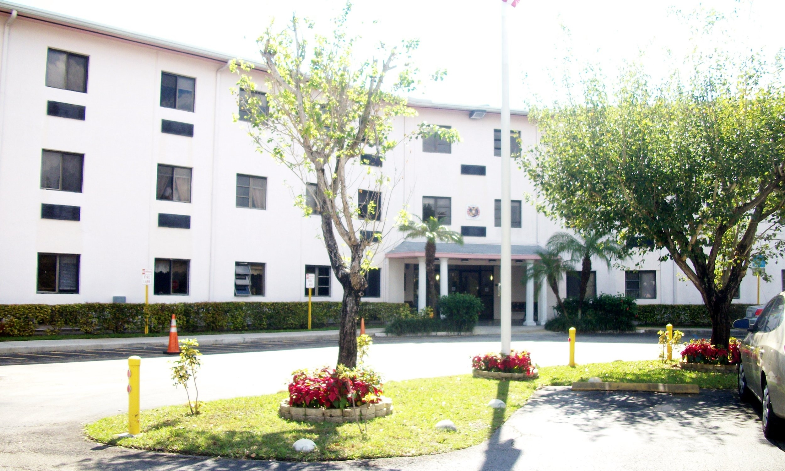 AHEPA 421 Senior Apartments - 350 NE 141st StreetNorth Miami, FL 33161(305) 899-8587TTY: (800) 955-8771 or 711 (English)TTY: (877) 955-8773 or 711 (Español)info@ahepahousing.org