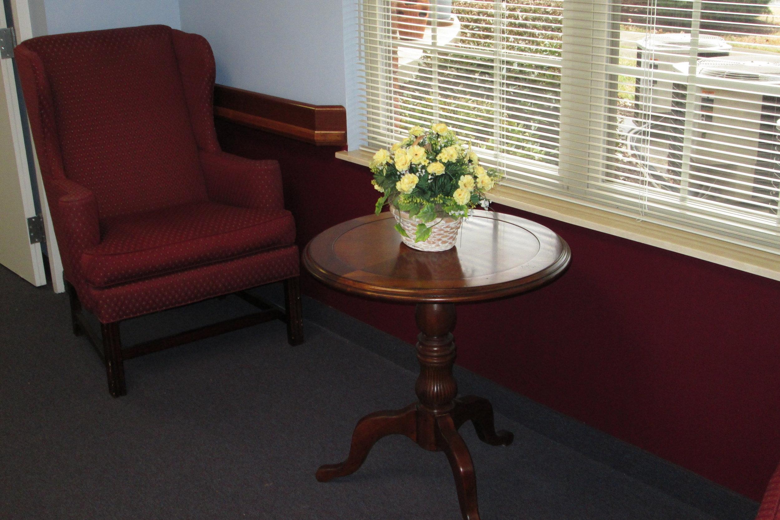 upstairs sitting area  (11).JPG