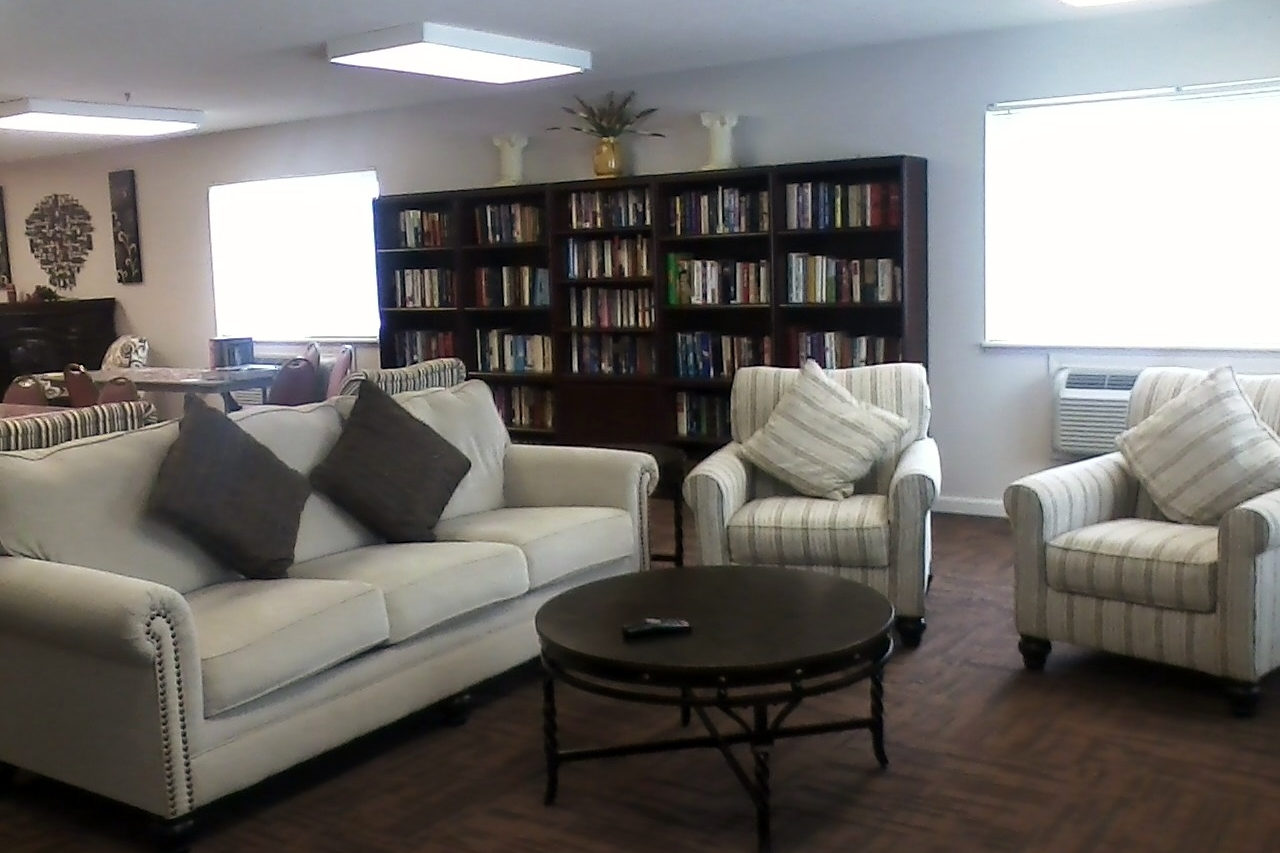 Livingroom area in Community Room with Large Flat Screen Tv.jpg