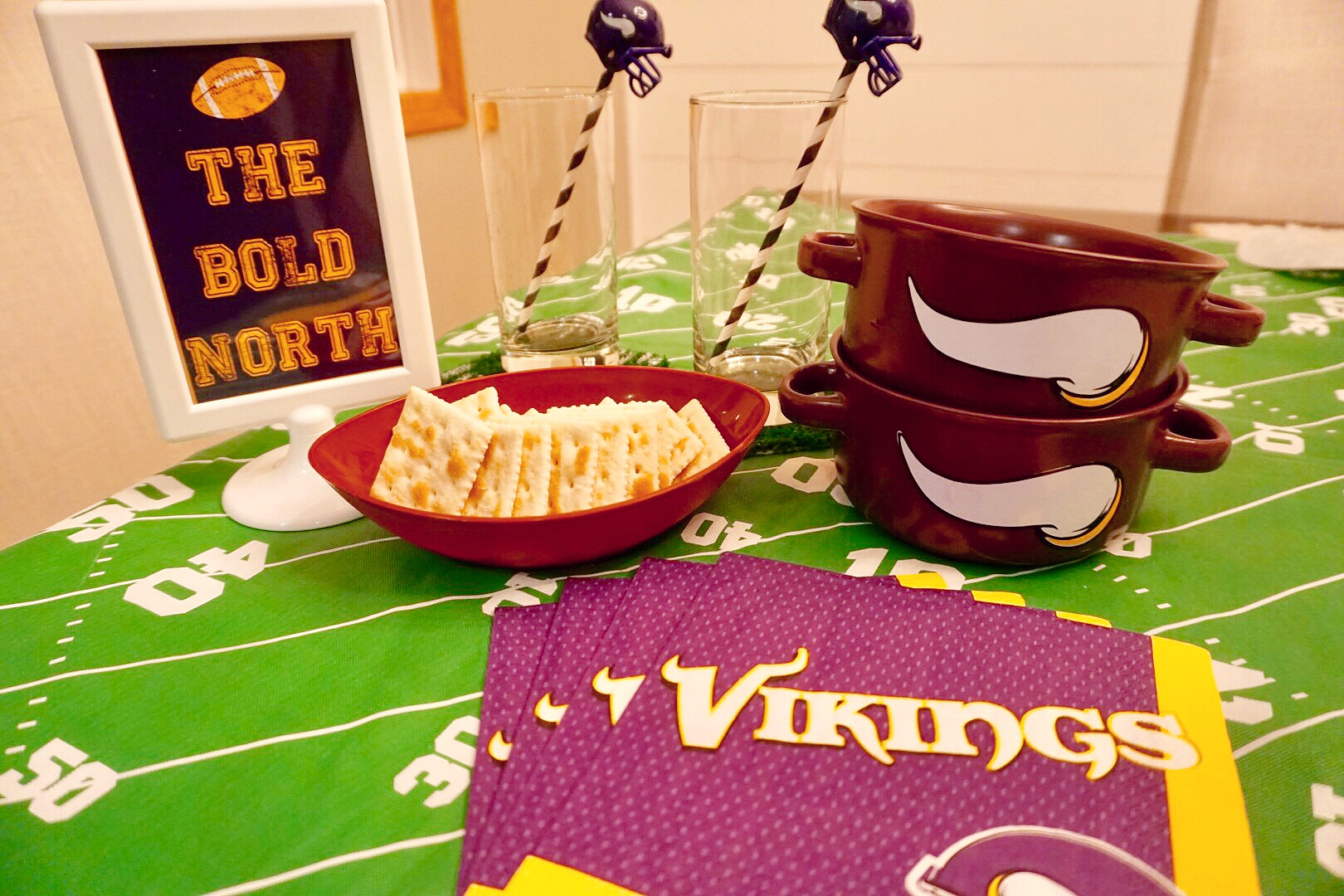 Minnesota Vikings soup bowls are perfect for game day chili.