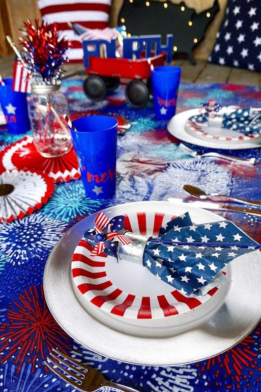 4ht of July place setting