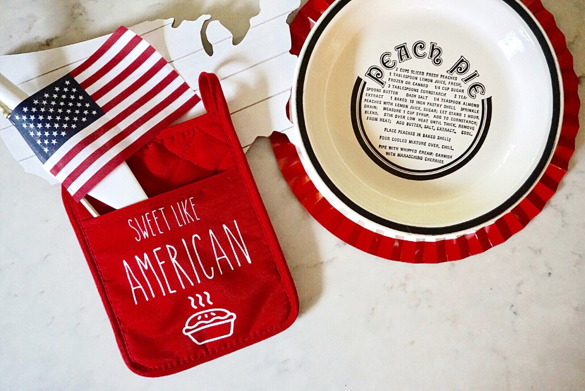 4th of July oven mitt made with Cricut and a vintage pie plate