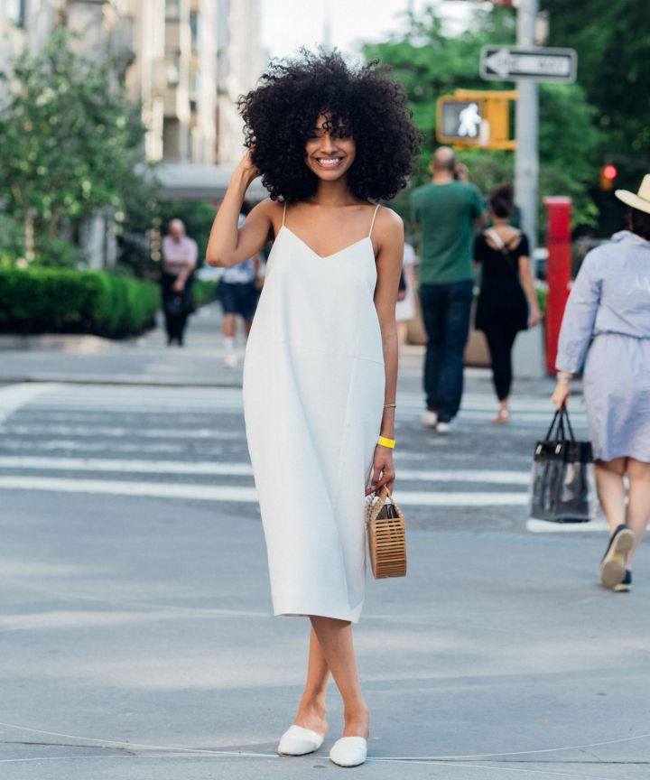 Tip #4Simple - White tee and denim? ✔️White tank and skirt? ✔️White sleek dress? ✔️These require no thought or effort