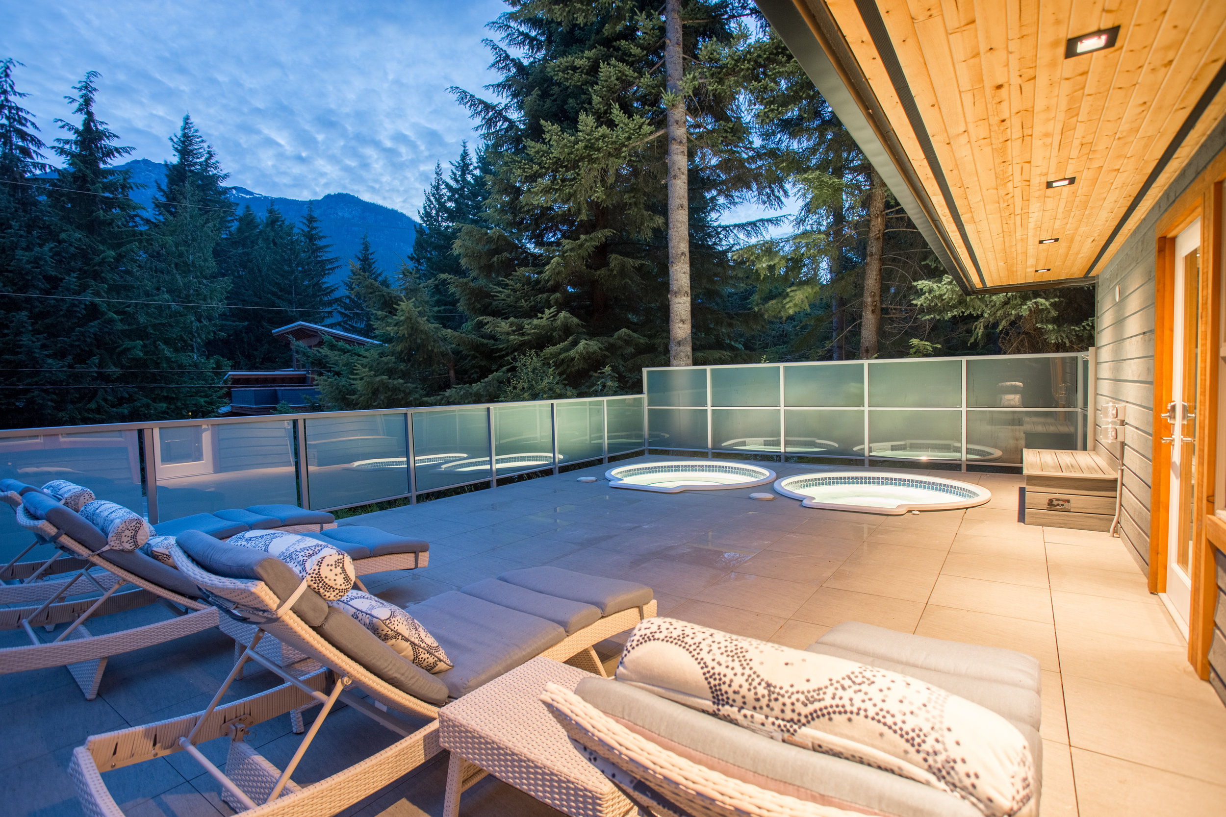 Alta Lake Chalet - Spa Deck