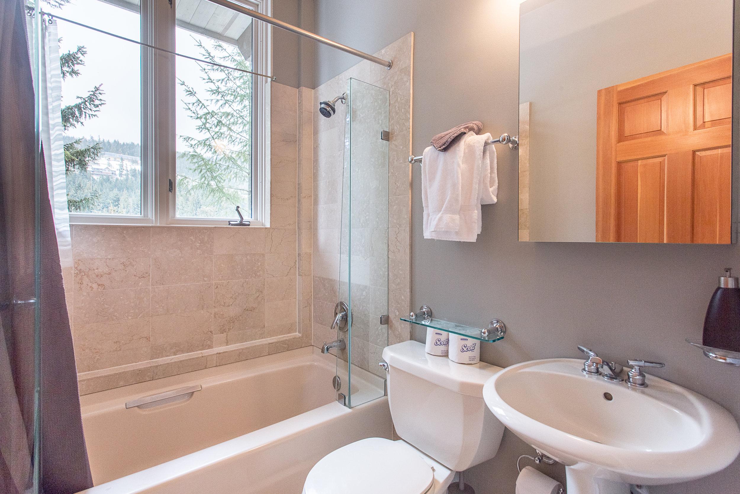 Night Hawk Lane - En-suite Bathroom