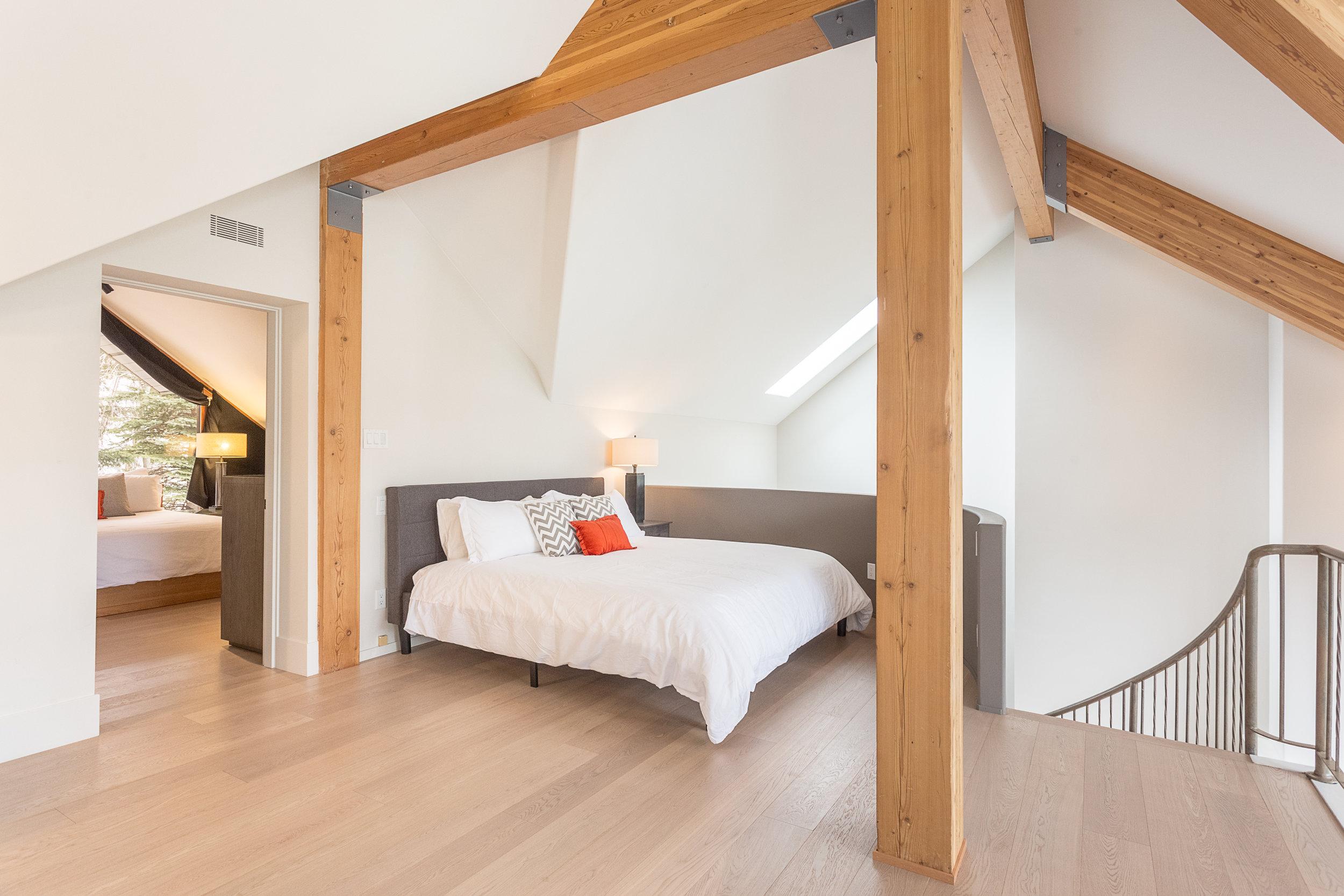 Night Hawk Lane - Loft Bedroom