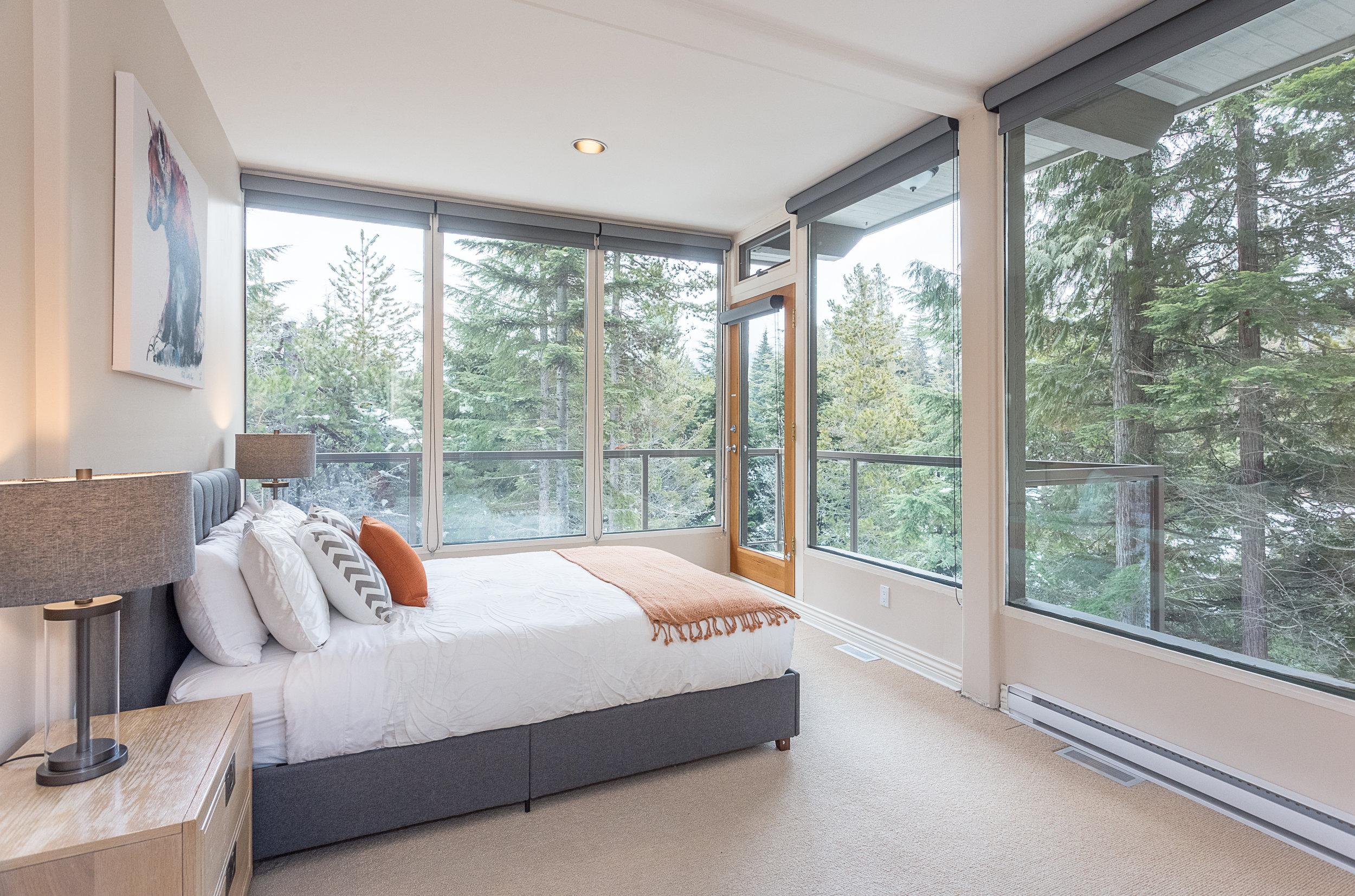 Night Hawk Lane - En-suite Bedroom