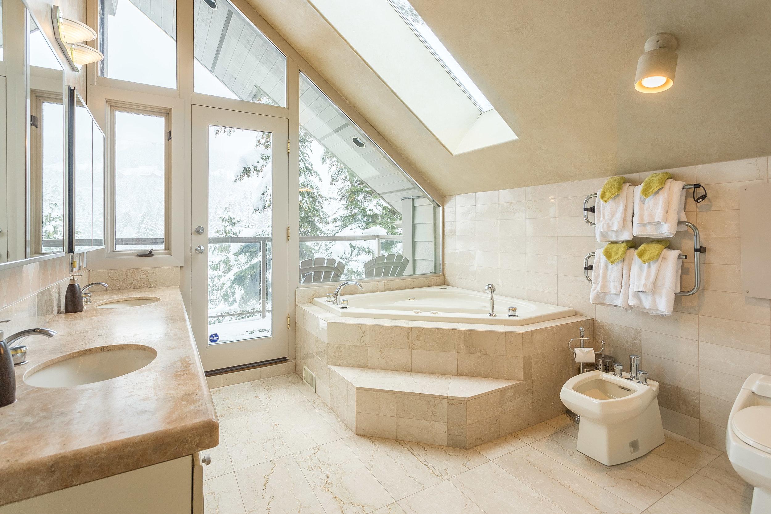 Night Hawk Lane - Master Bathroom