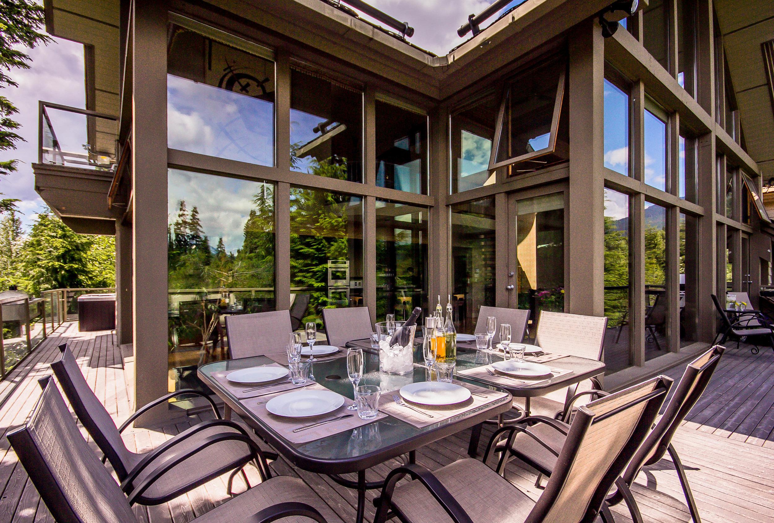 Night Hawk Lane - Outdoor Dining Area