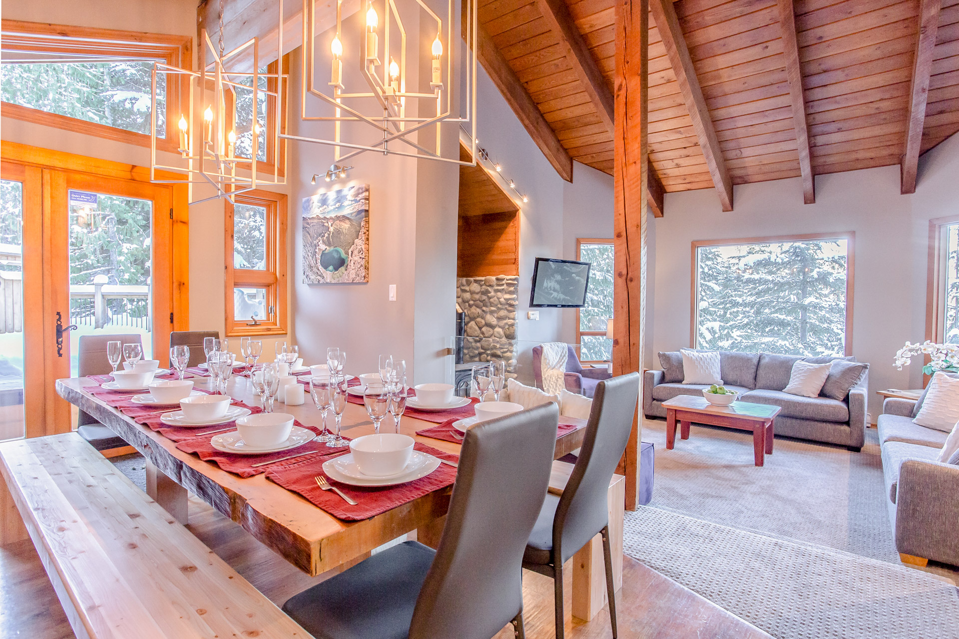 Copy of Aurora lodge - Dining Table