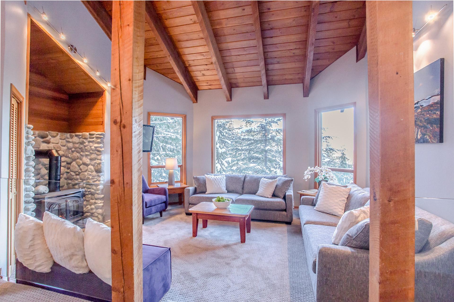 Aurora Lodge - Living Room