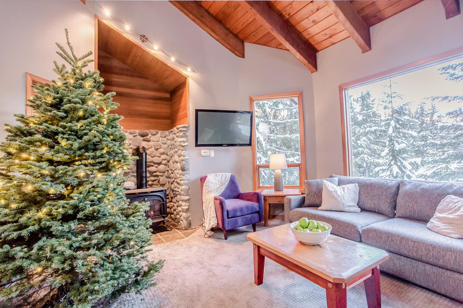 Aurora Lodge - Living Room Xmas