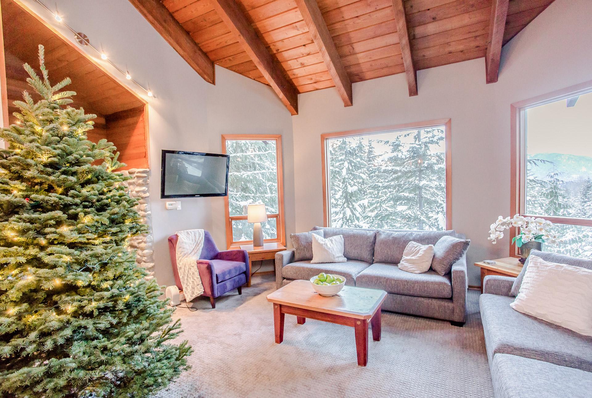 Aurora Lodge - Living Room Christmas