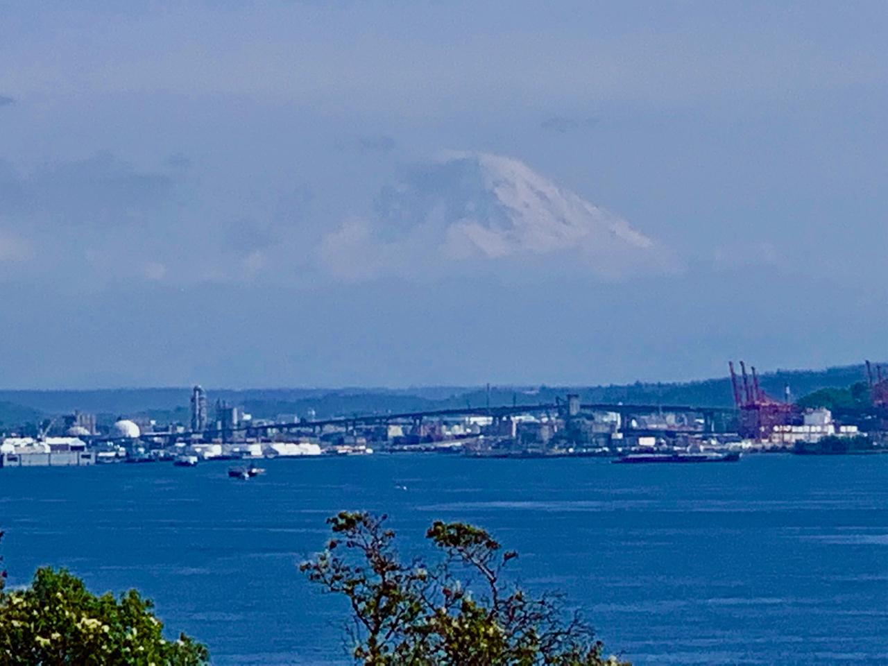 Mount Rainier in the Seattle skyline