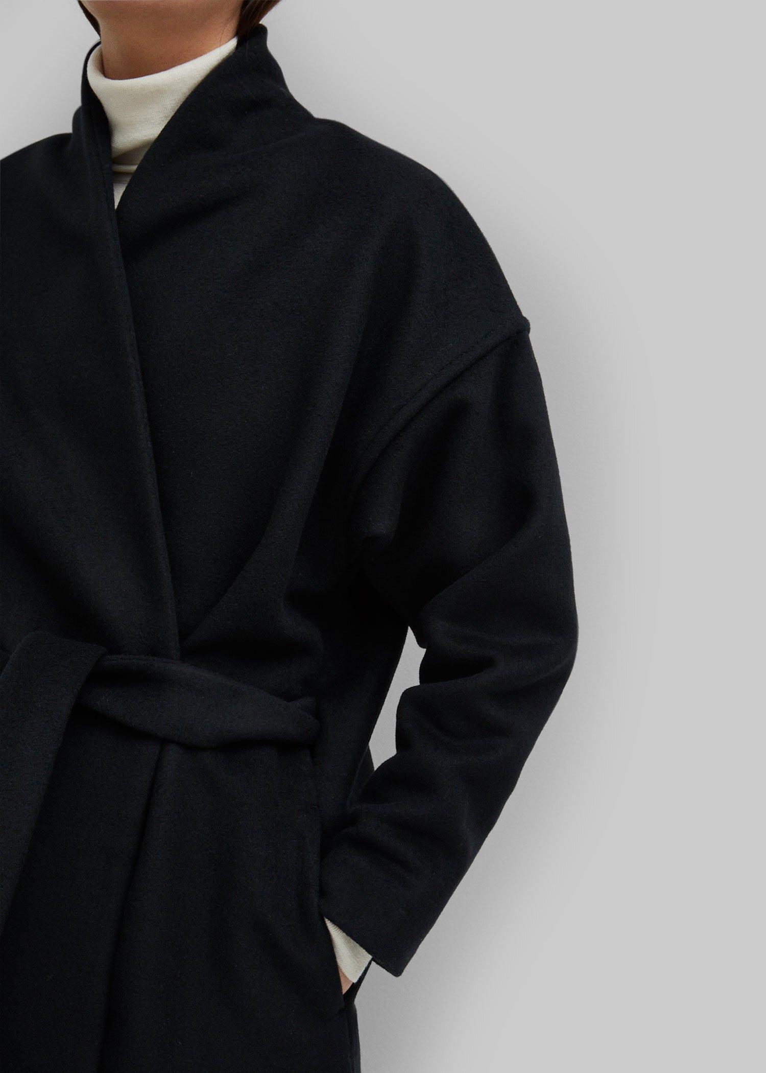 16_toteme_-fw19_chelsea_coat_black_035.jpg