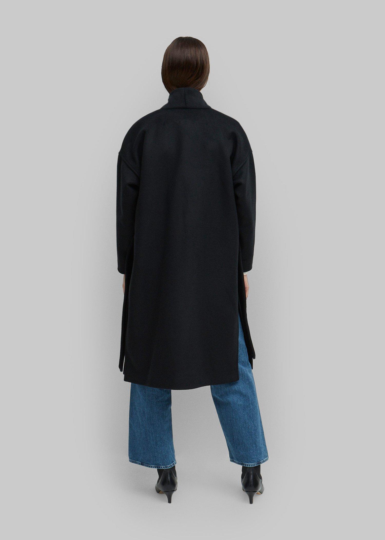 16_toteme_-fw19_chelsea_coat_black_055.jpg