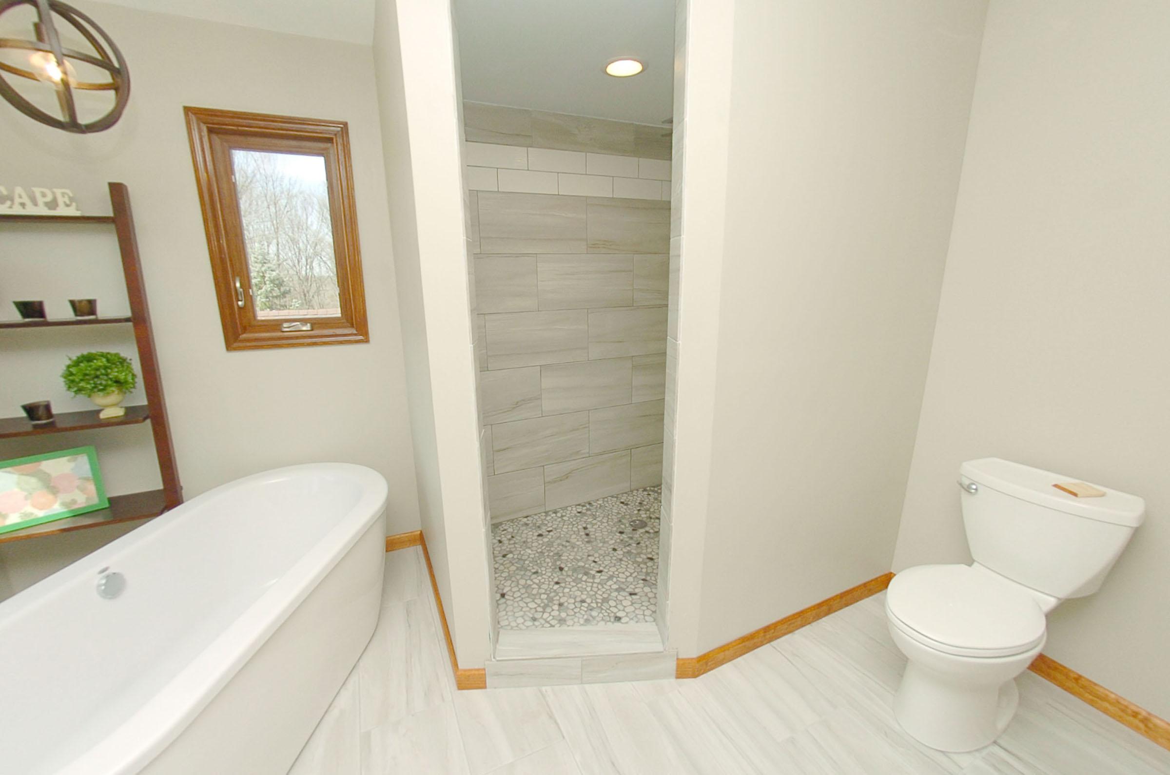 Master Shower Entry.jpg