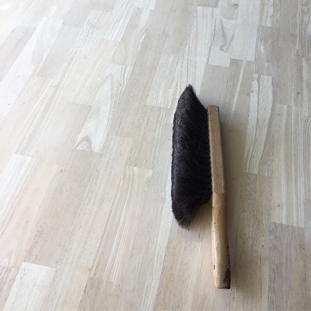 There's nothing like a clean slate! ✨ #crimsonandoakdesigns #DIY #refinishedfurniture #furnitureredo  #rawwood #naturalwood #lightwood #paintedfurniture #etsysellersofinstagram #comingsoon #currentproject