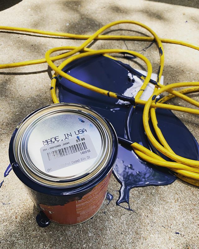 My life in a nutshell (somedays)... 🤦🏼‍♀️ At least my yellow extension cord complements the navy blue paint.😆 💙 💛 #optimist #tangledcords #spilledpaint #paintedconcrete #paintspill #likeart #butnotreally #expensivemistake #oopsie #coastalblue #generalfinishesmilkpaint #madeinusa