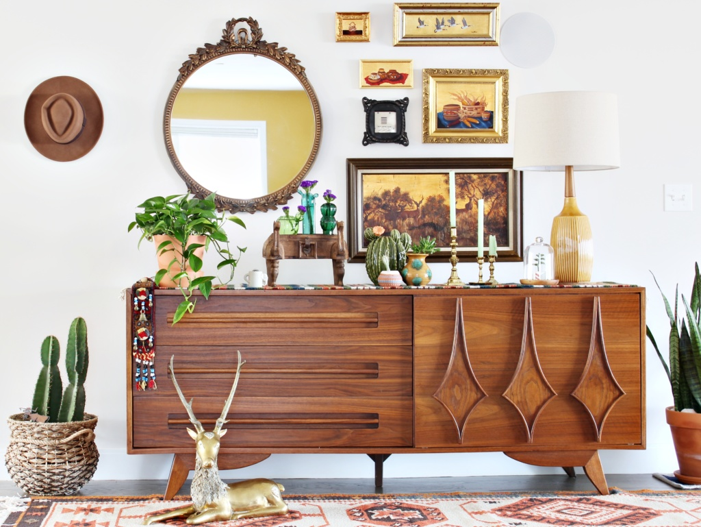 Mid-century style lends itself perfectly to southwest-inspired design.