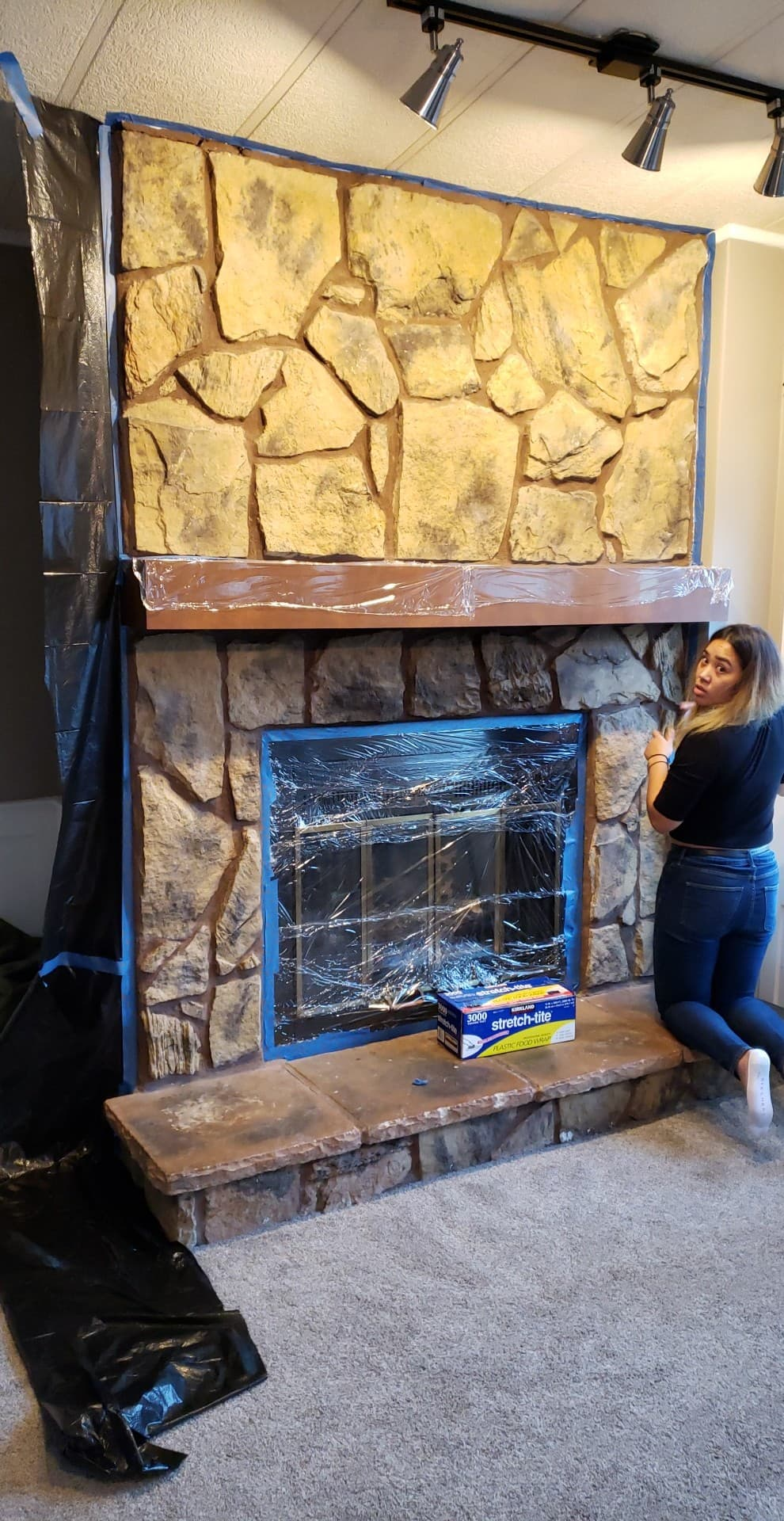 Before: https://www.kristancbarril.com/blog-1/resources/2018/10/27/diy-white-washed-fireplace