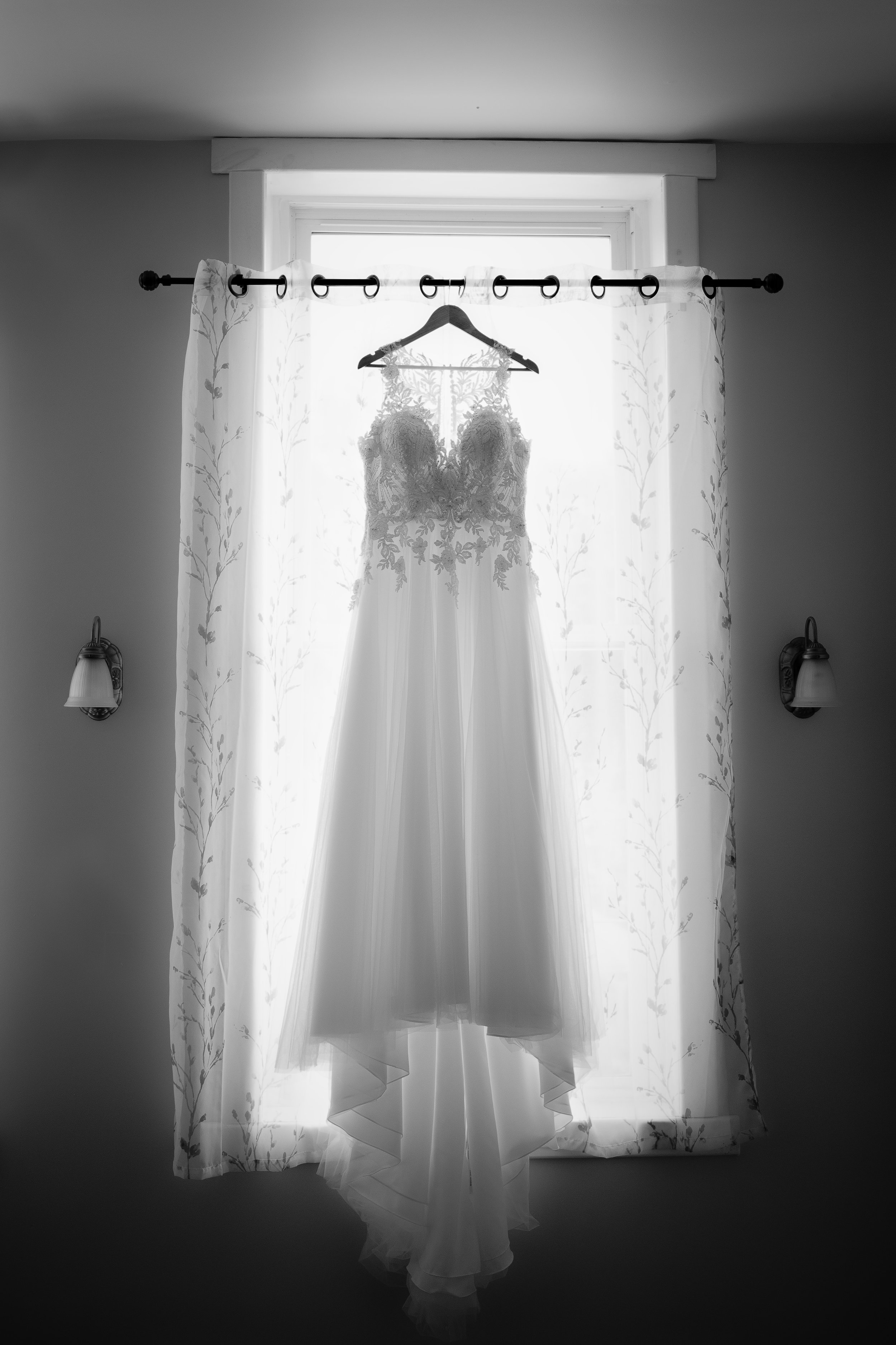 Dress-Wedding-Jodie-Aldred-Photography-Chatham-Kent-Elgin-Middlesex-London-Ontario.jpg
