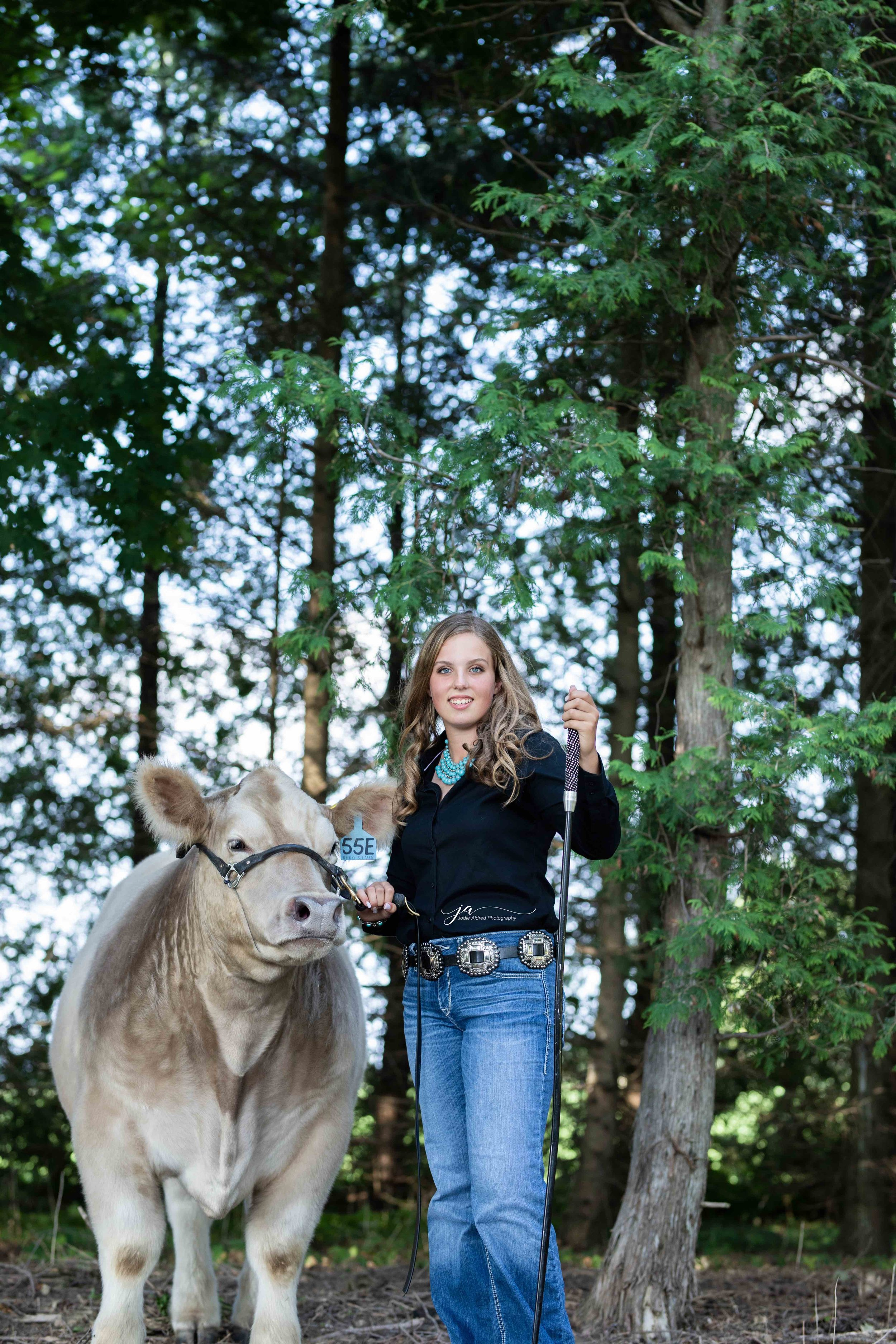 Jodie-Aldred-Photography-Chatham-Kent-Elgin-Middlesex-London-Ontario-Farm-Family-cattle.jpg