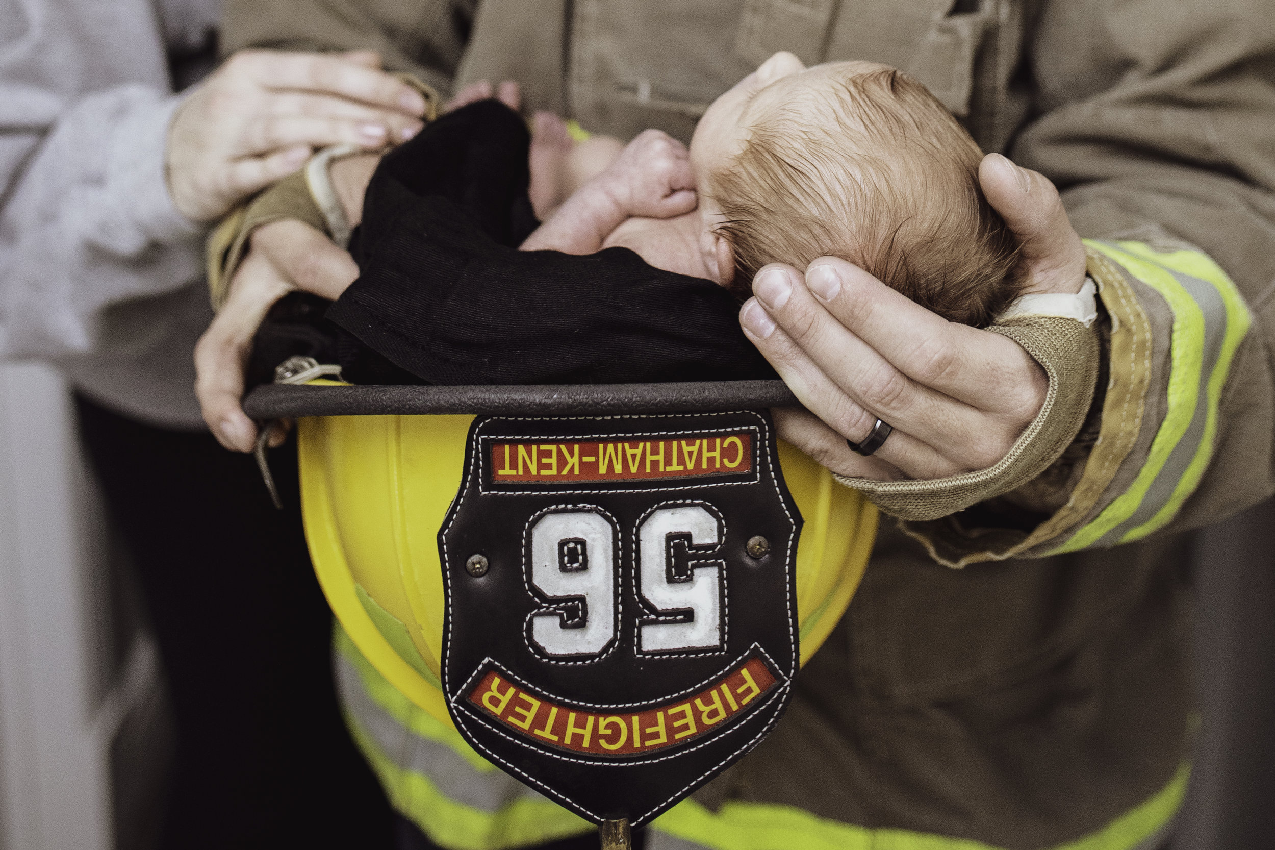 Newborn-London-Jodie-Aldred-Photography-Chatham-Middlesex-Lambton-Baby-firefighter-family-parents-ontario.jpg