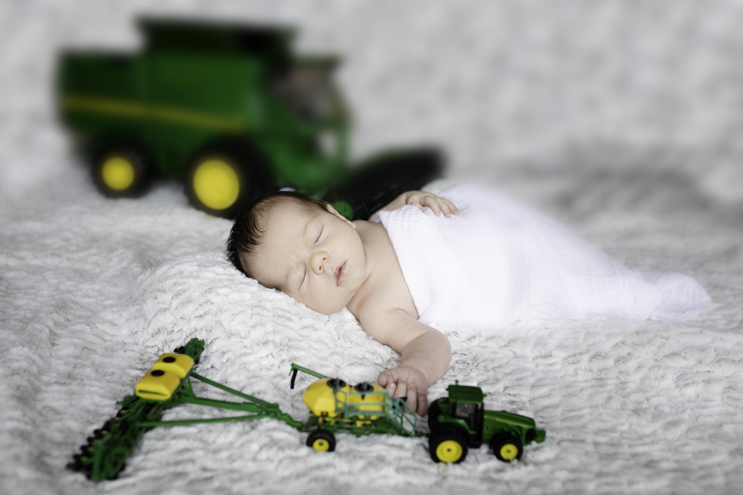 Newborn-London-Jodie-Aldred-Photography-Chatham-Middlesex-Lambton-Baby-John-Deere-family-parents-ontario.jpg