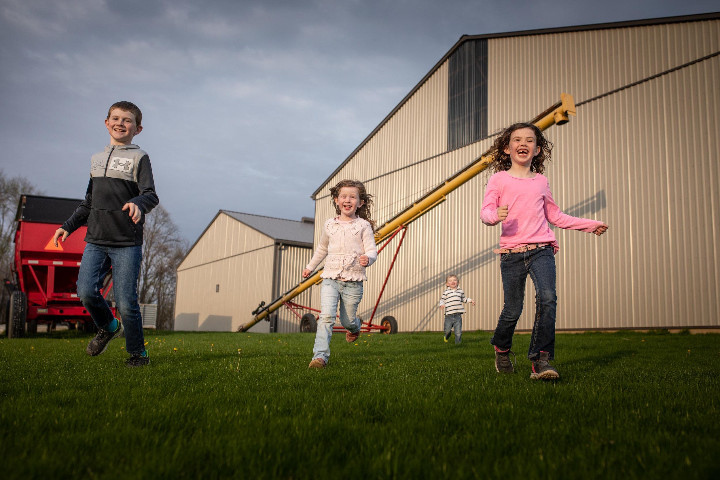 Family-Jodie-Aldred-Photography-Middlesex-london-Dutton-glencoe-ontario-chatham-huron-lambton-elgin-agricultural-photographer-farm-kids.jpg