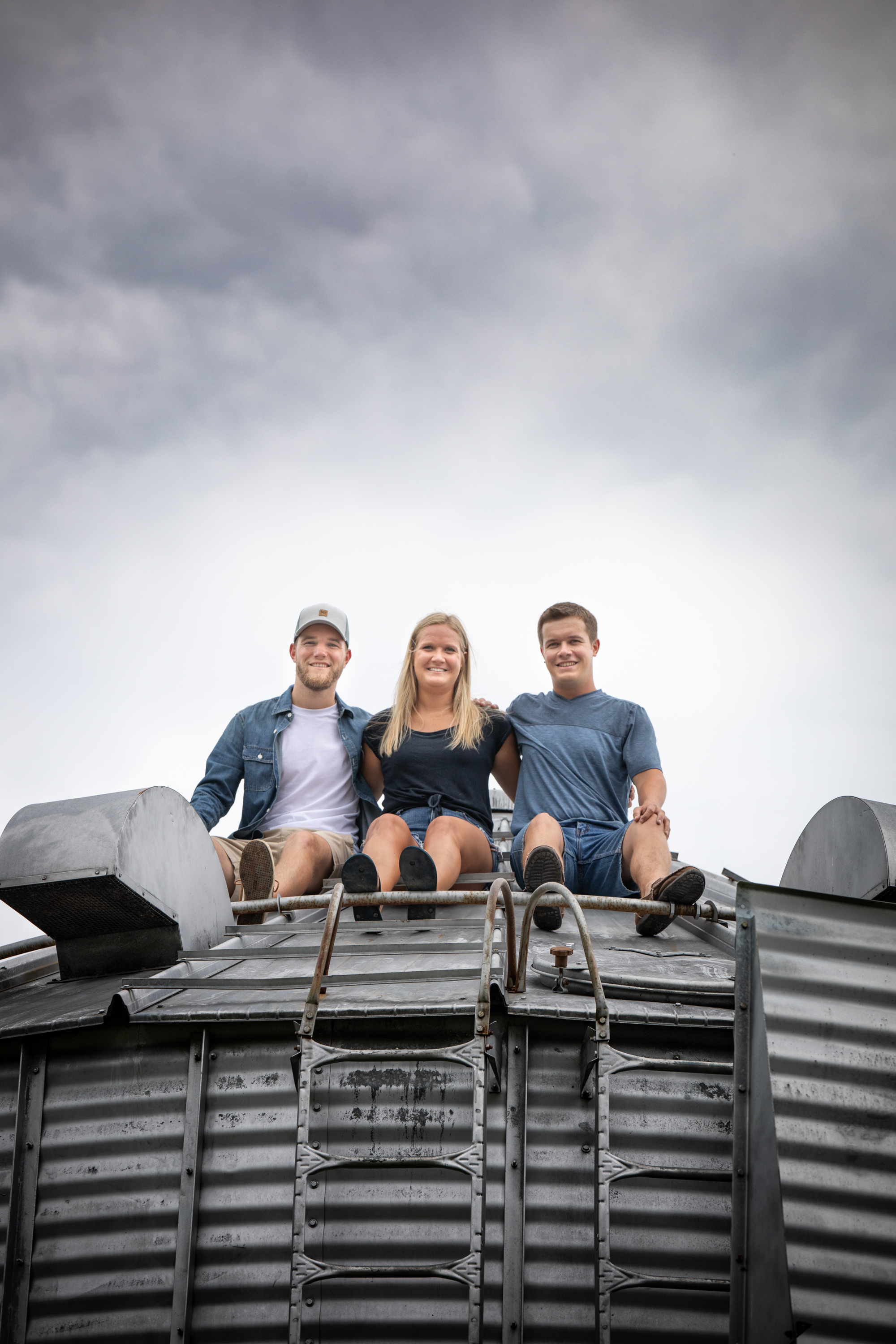 Family-agricultural-photographer-jodie-aldred-photography-rural-country-farm-farmers-ontario-london-huron-middlesex-elgin-chatham-elgin-rural-country-outdoors-grain-bin-farmers-sky.jpg