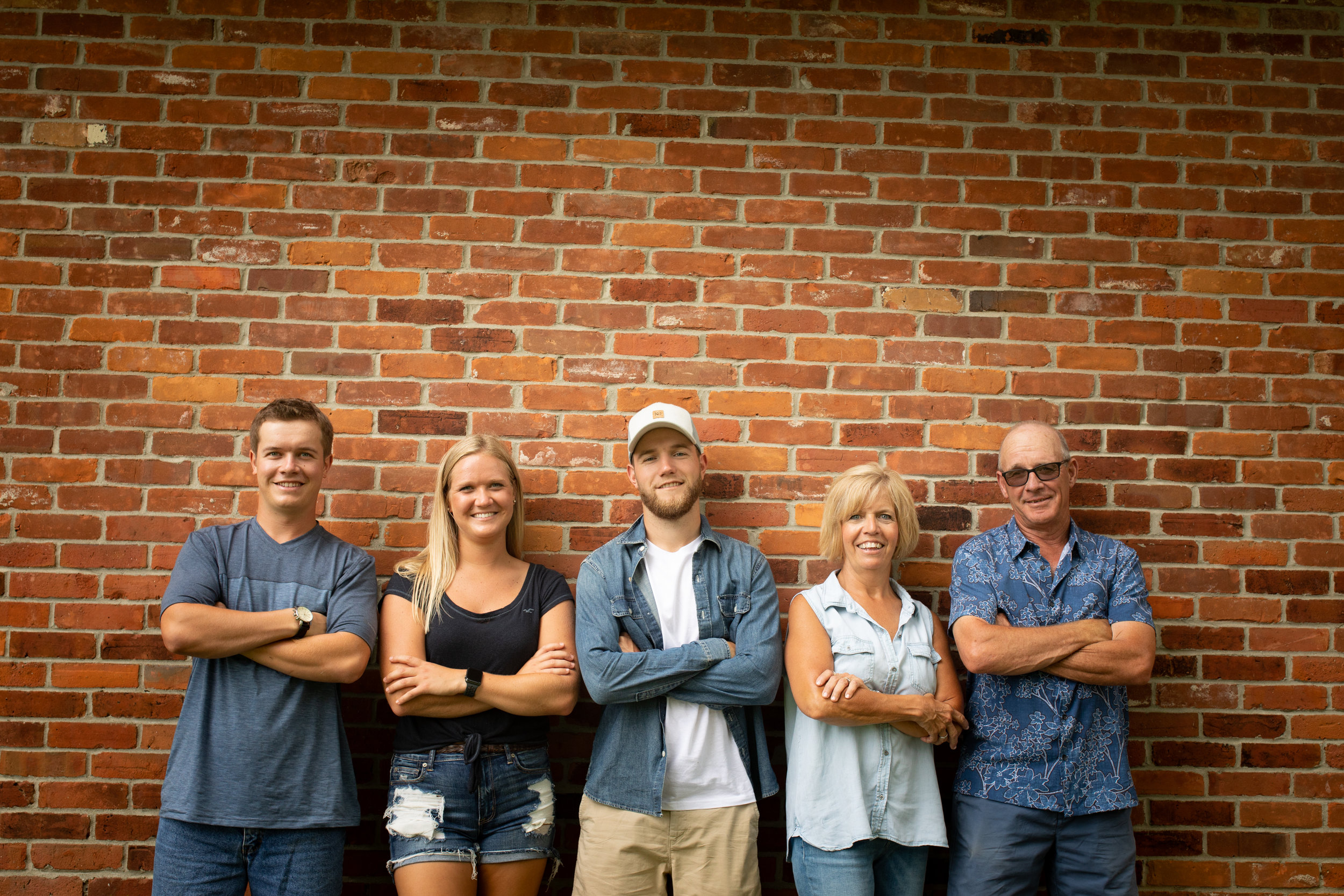Family-agricultural-photographer-jodie-aldred-photography-rural-country-farm-farmers-ontario-london-huron-middlesex-elgin-chatham-elgin-rural-country-outdoors-brick-summer.jpg