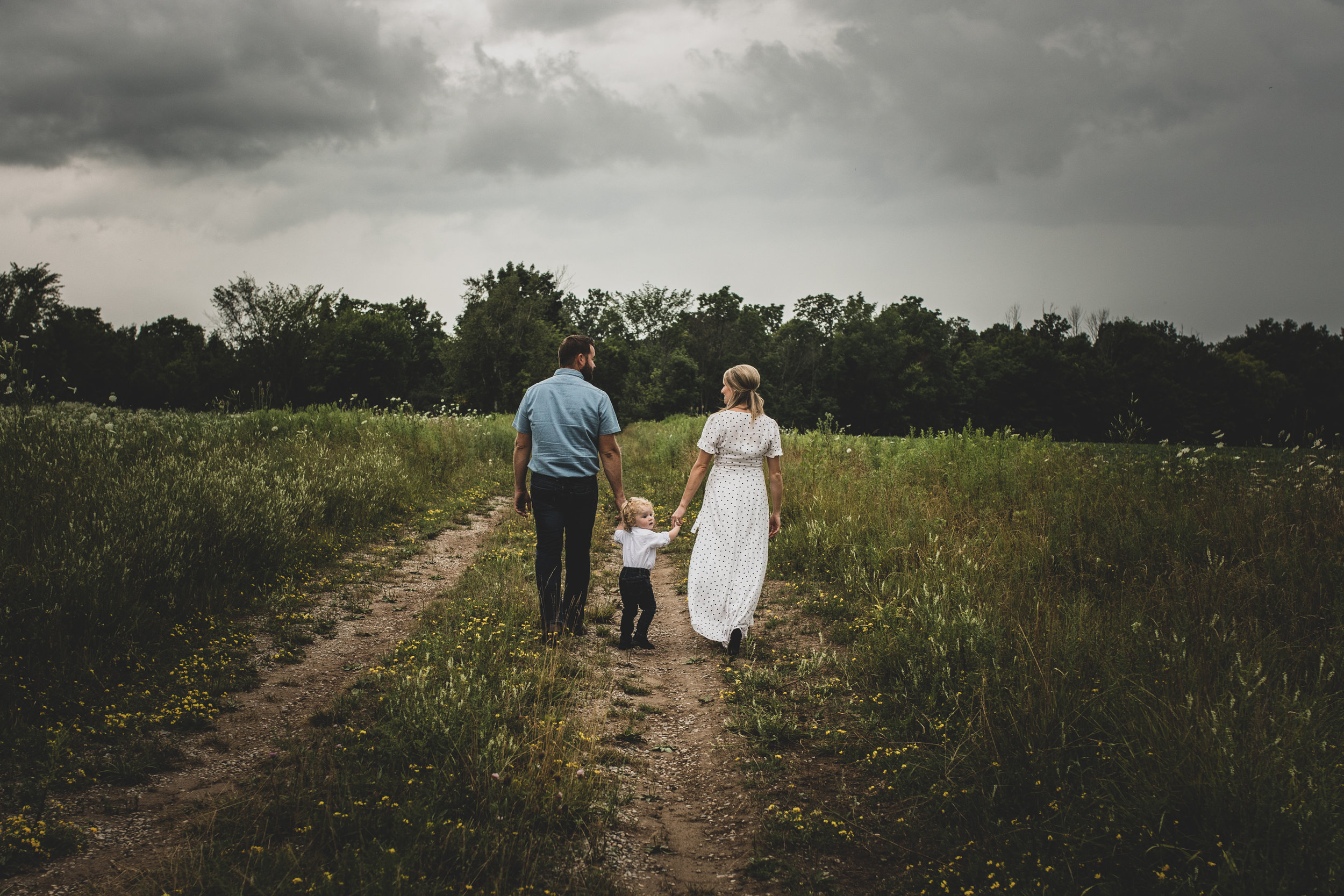 Family-agricultural-photographer-jodie-aldred-photography-rural-country-farm-farmers-ontario-london-huron-middlesex-elgin-chatham-elgin-rural-country-outdoors-wildflowers-storm-summer.jpg