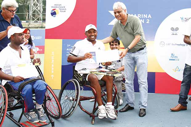 Winner Shekar Veeraswamy (left) and S Balachandar during the presentation ceremony of Marina Open 2