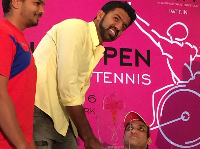 Rohan Bopanna unveiling the trophy at the launch of Indian Wheelchair Tennis Tour's (IWTT) Tabebuia Open at the KSLTA in Bengaluru on Tuesday. - N. SUDARSHAN