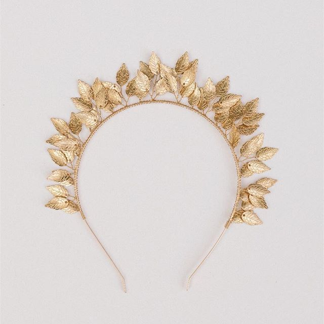 Leave an impression with the Liane Headband. A Grecian inspired headband available in Silver and Gold.  #bruid #trouwen #justsaidyes #hairspo #romanticbride #hairaccessory #engaged #modernbride #fineartbride #bohobride