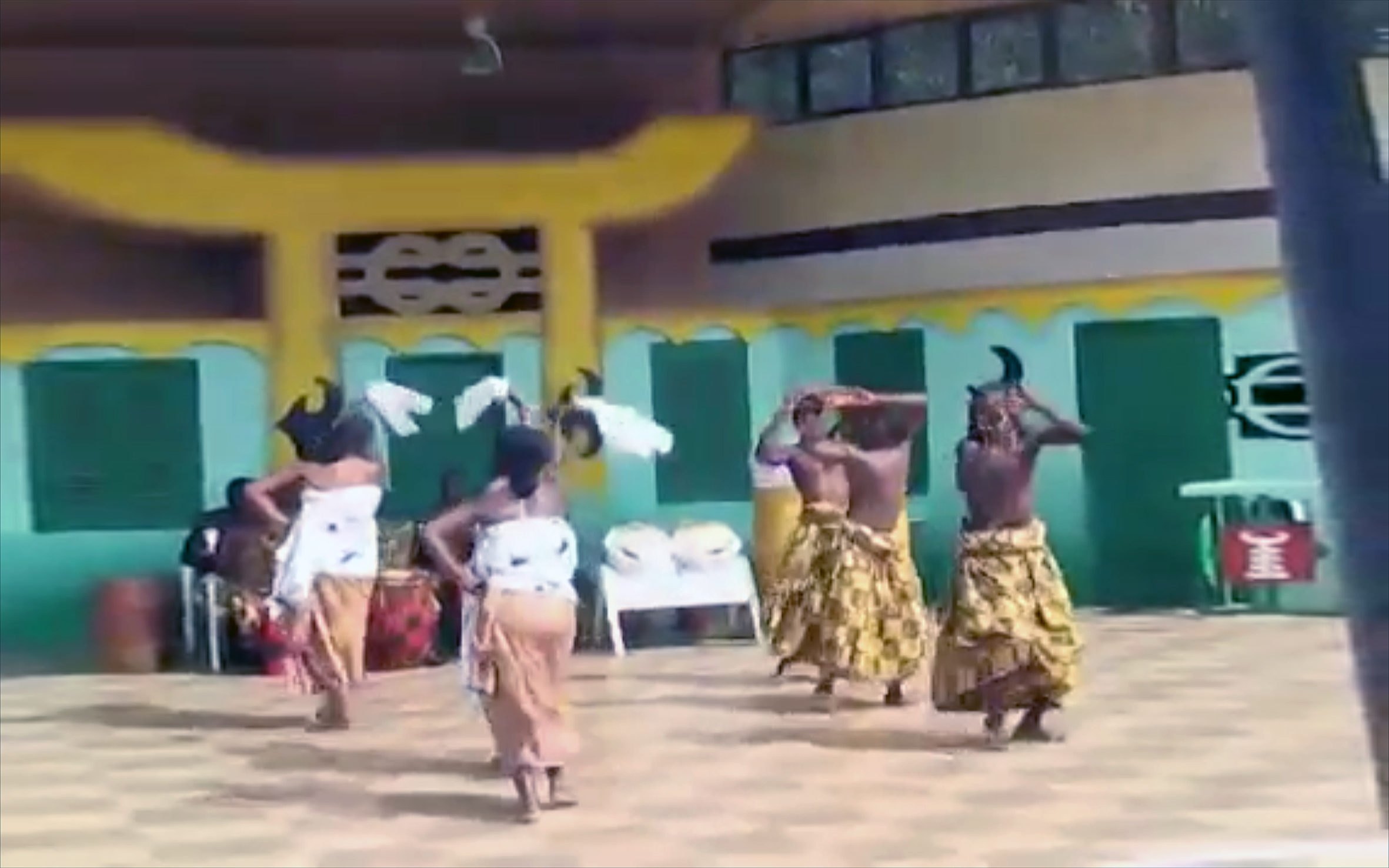 3.ABUKO / Ghana - ABUKO is a traditional Ashanti dance rhythm from Ghana. It is played during traditional healing ceremonies to help excite and energise okomfo, traditional priest, in preparation for their possession by the gods.