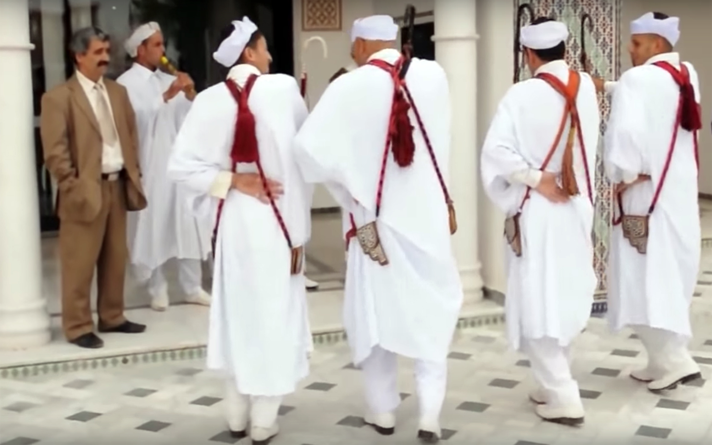 22.Alaoui Danse / Algeria - Alaoui Danse is the most widespread dance through the west of Algeria. It is carried out by the men to celebrate victory and pride with movements of the feet and shoulders. The dancers express their attachment to the ground and moment their capacity of endurance.