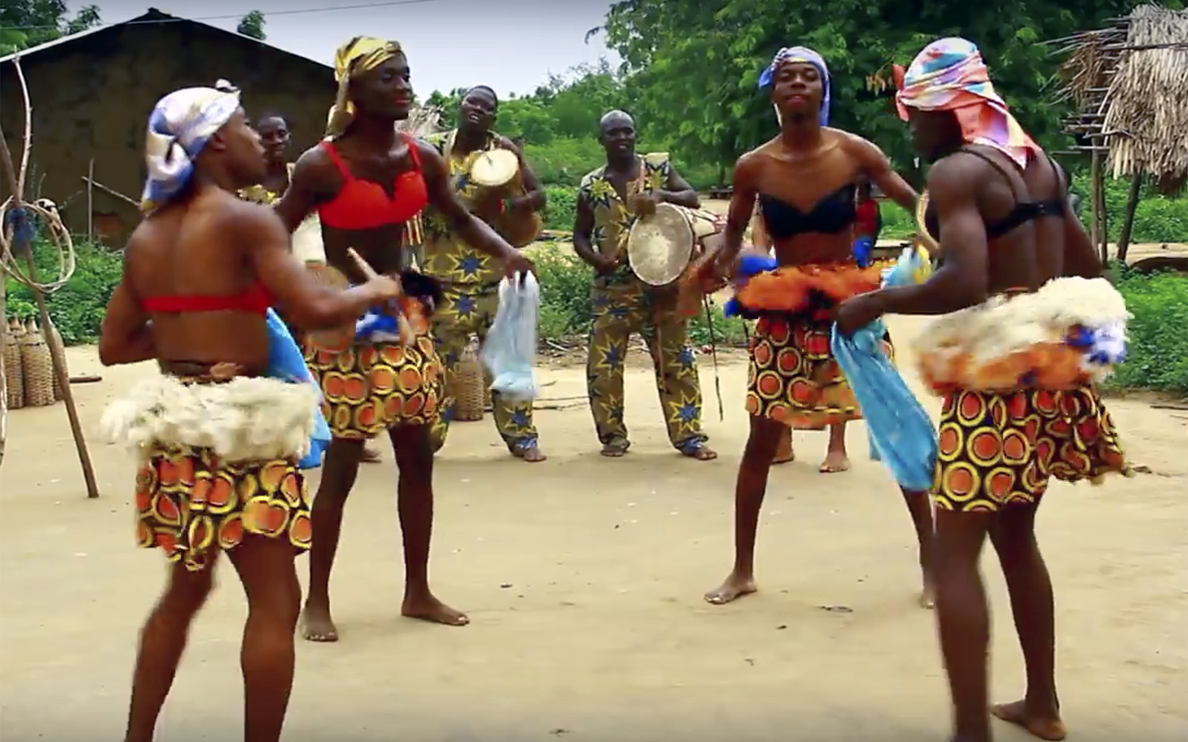 73.BAMAYA / Ghana - BAMAYA is a popular social dance from the northern part of Ghana. It is noted for its gracefulness and controlled gaiety in expressive dance movements.