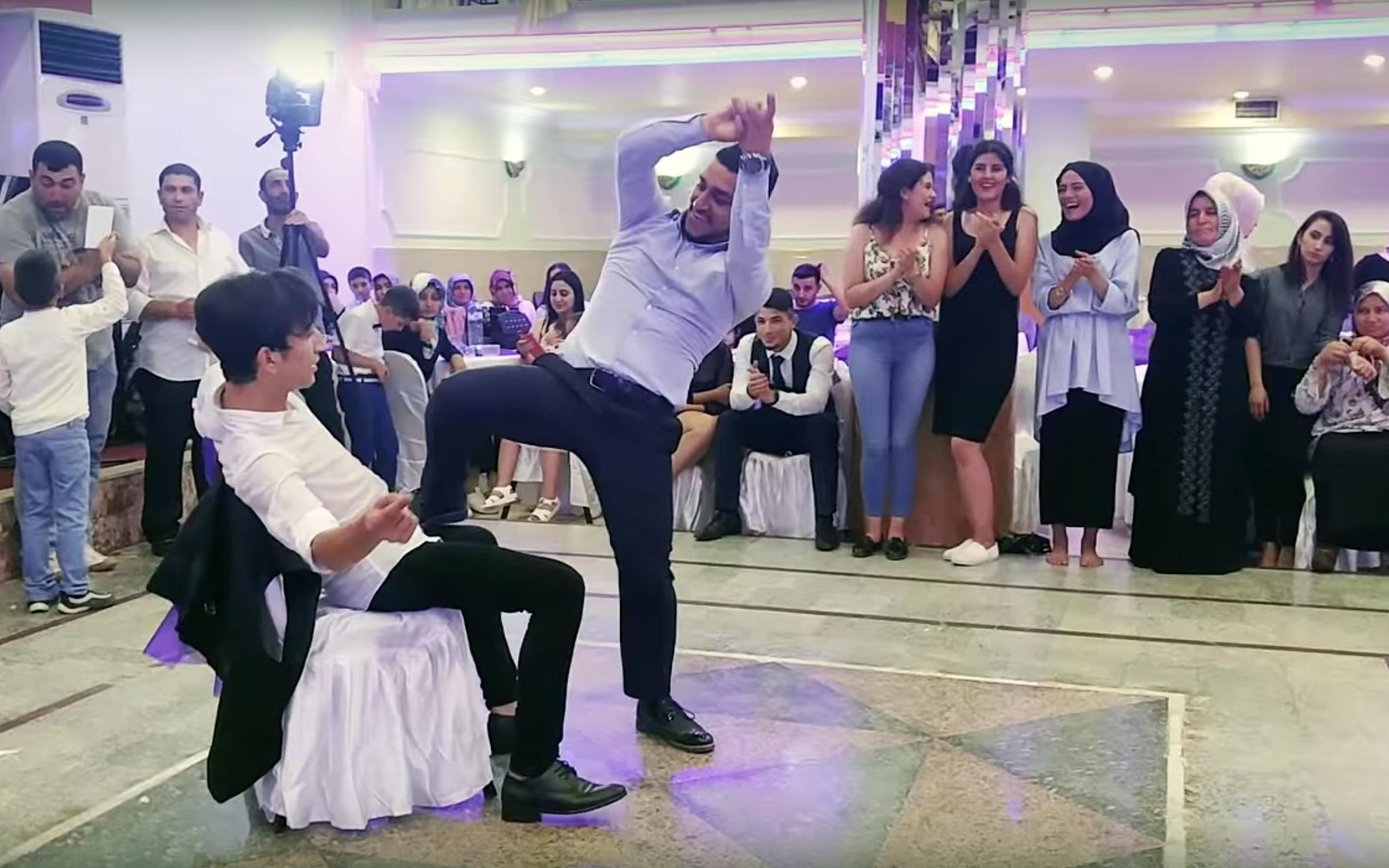 179.Çilli Bom / Turkey - Çilli Bom is dance that is a Turkish version of Harlem Shake.