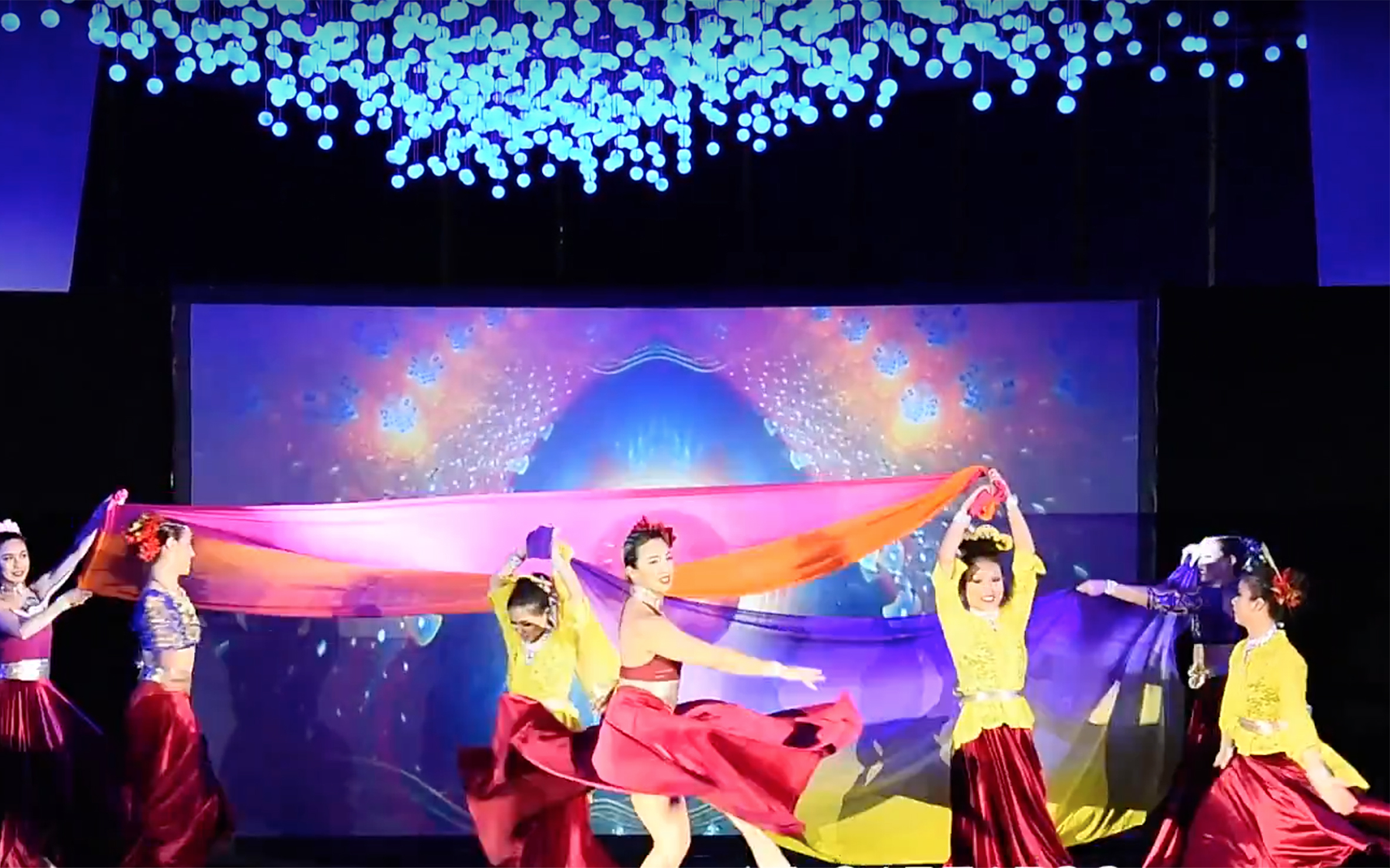 902.Traditional Dance / Singapore - Traditional Dance in Singapore can be described as multicultural. Singapore is a multinational country, so the range of dance reflects its cultural diversity. For a young nation with a diverse immigrant population, the issue of