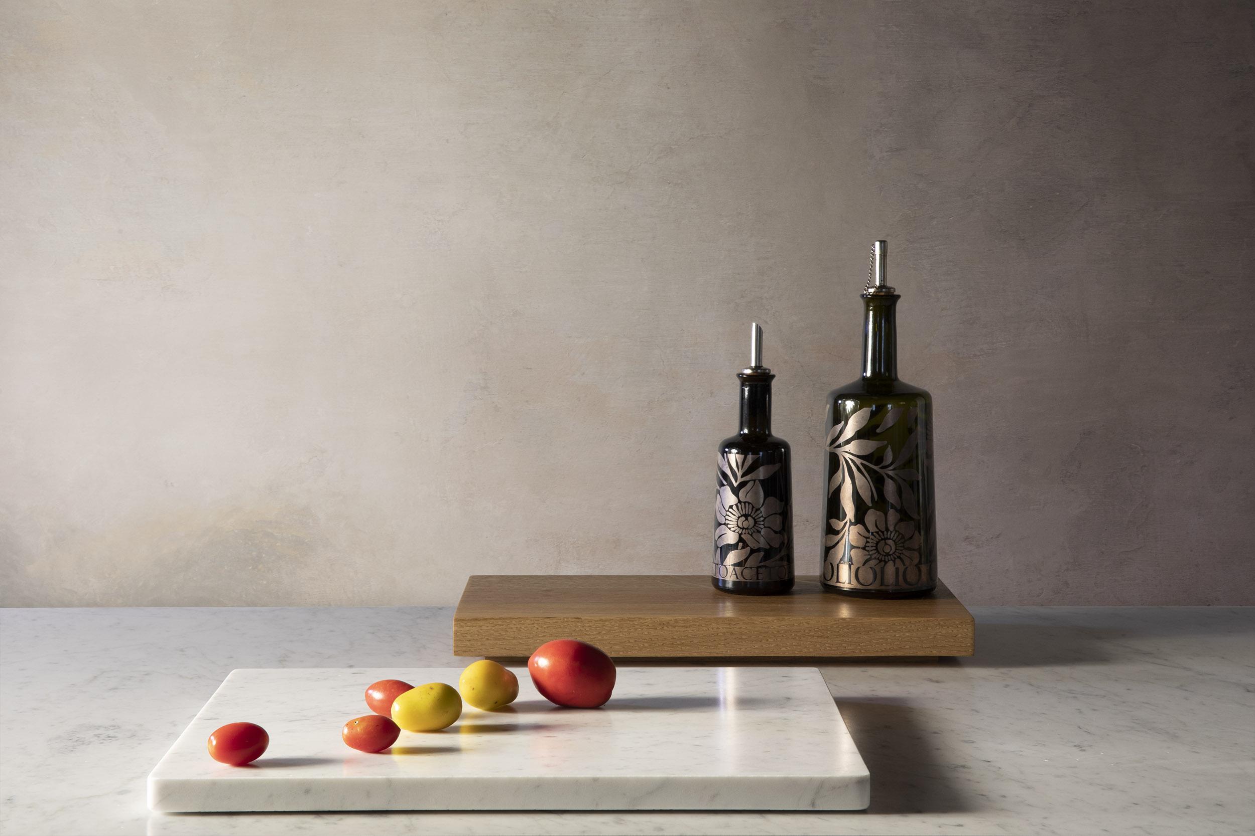 Planches en chêne et en marbre blanc de carrare pour la cuisine