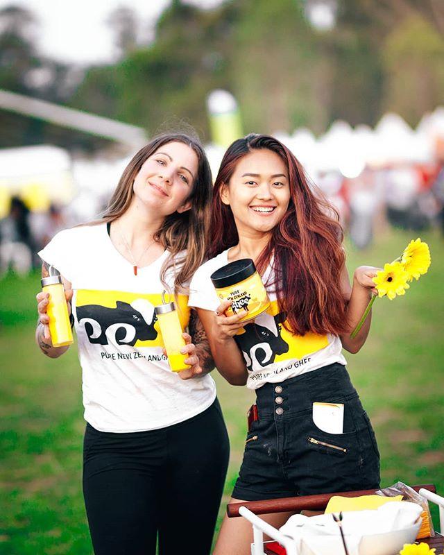 We may just be a tiny bit obsessed with yellow. It's pure positivity ☀️🌻💛 . . . . . . #believeinpure #purenewzealand #ghee #gheegan #sunshine #consciousfood #vegetarian #cheflife #chefmom #desighee #diwali2018 #park #yellow #kiwipride