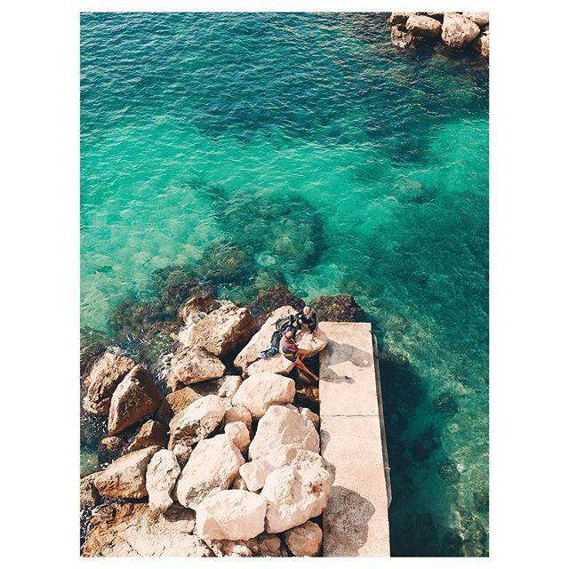 First picnic of the year ☀️ - - - - - - - - - - #marseille #noicemag #verybusymag #igersmarseille #broadmag #rentalmag #fisheyelemag #gominimalmag #subjectivelyobjective #somewheremagazine #hippomag #summersunselection #instasize #palepalmcollection #paperjournalmag #thisveryinstant #theprintswap #ifyouleave #myprovence #chutmonsecret #gupmag #imaginarymagnitude #choosemarseille #instamarseille #minimalzine #weltraumzine #featureshoot #phroommagazine #paca_focus_on #southoffrance
