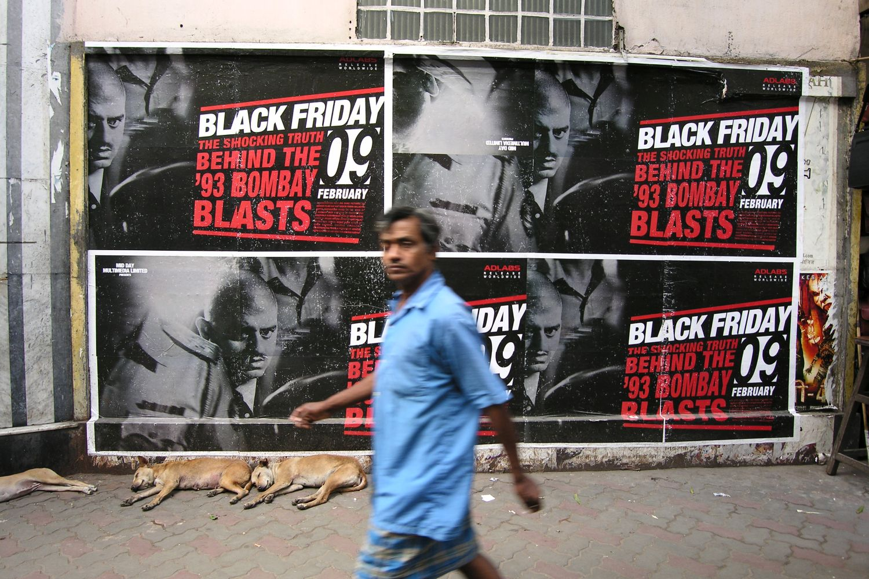 Kolkata - Calcutta   Poster movie bollywood   Black Friday movie   streetphotography sandrine cohen