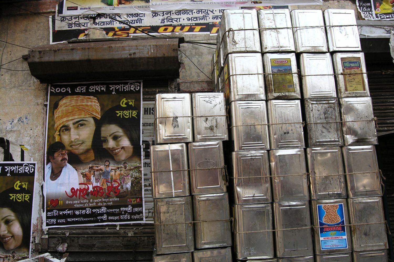 Kolkata - Calcutta   Cans of oil   streetphotography sandrine cohen